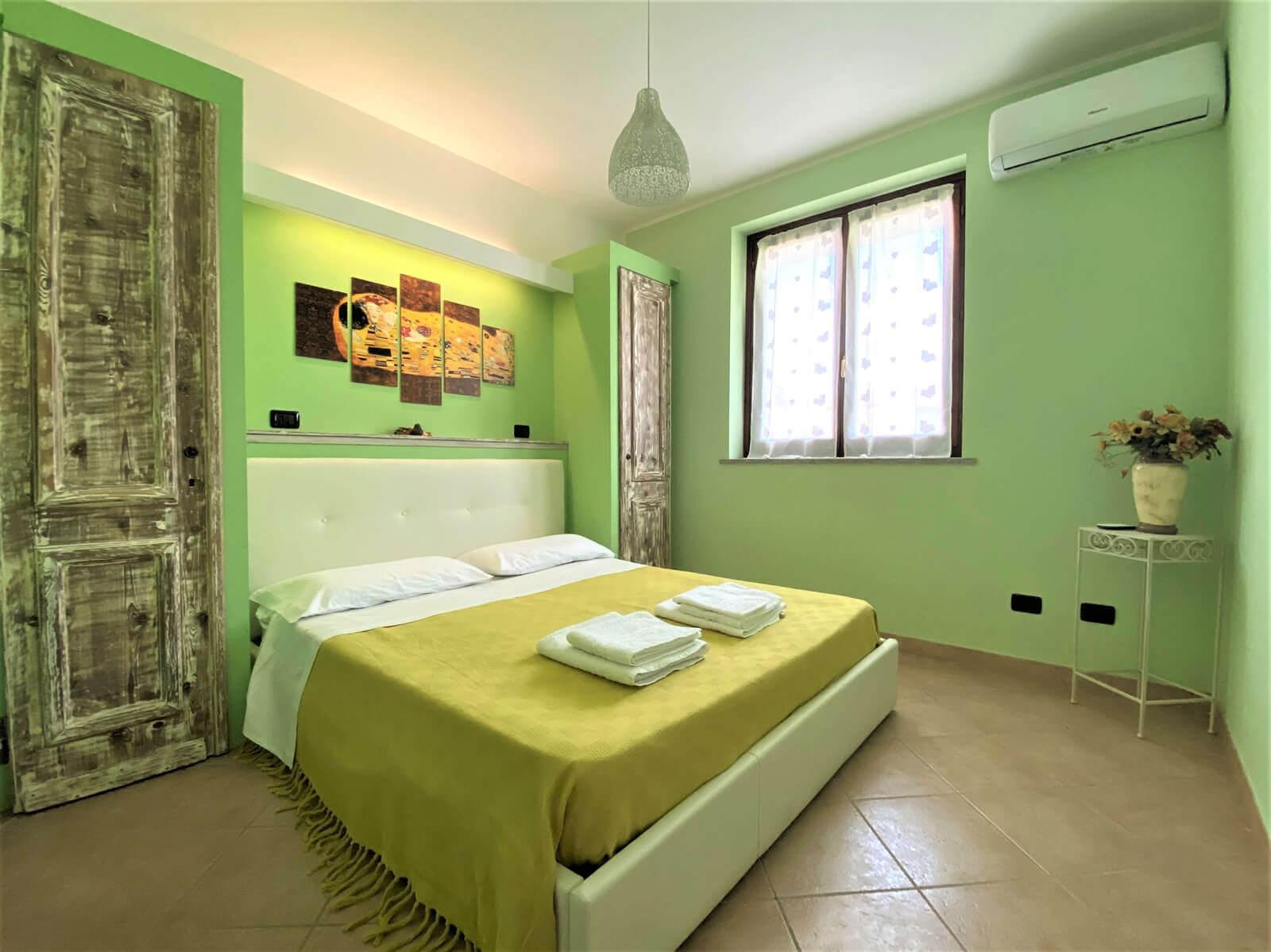 i-colori-del-bosco-casa-vacanze-appartamento-affitto-momo-novara-lago-maggiore-1